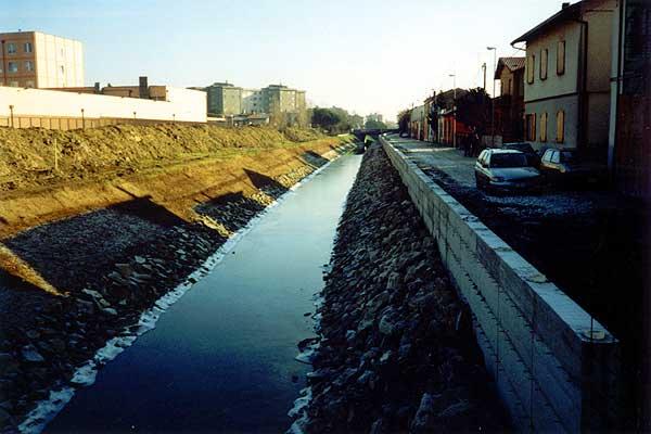 Allargamento e consolidamento strada comunale - opere in c.a. e posa massi - Consorzio di Bonifica Centrale di Ravenna.